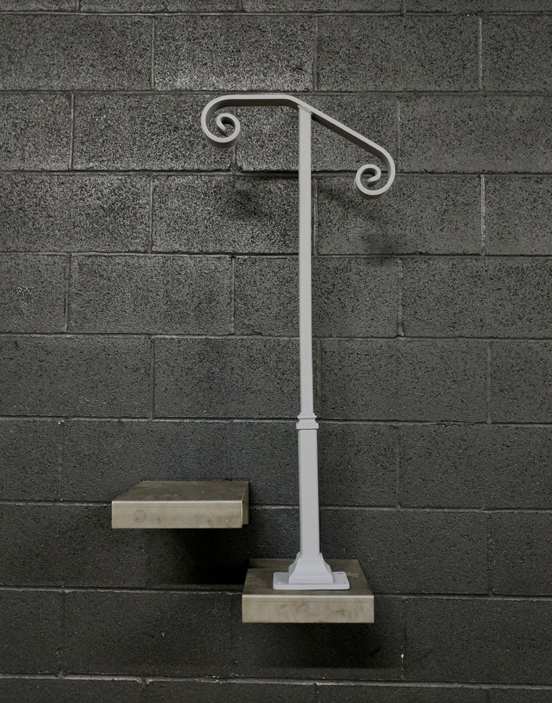 Single post railing w base plate for or steps